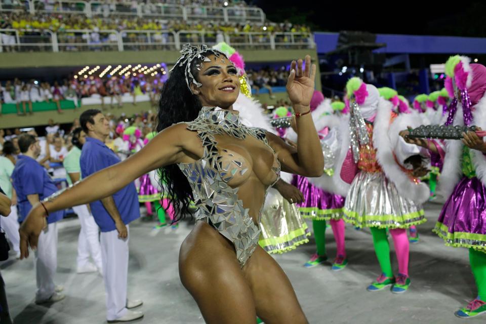 brazilian-women-upskirt-crystal-ebony-naked-pics