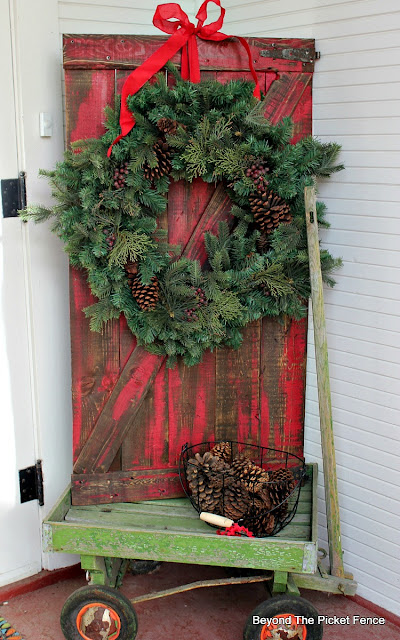 barn door, Christmas decor, rustic decor, pallets, porch decor, Christmas porch, wreath, http://www.beyondthepicket-fence.com/2016/11/12-days-of-christmas-day-1-pallet-barn.html