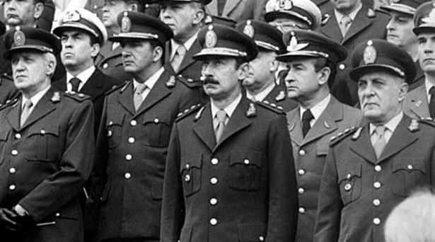 Mauricio Macri suaviza condenas a 50 militares genocidas de la dictadura