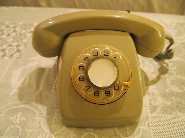 Antes de la restauración de teléfono antiguo