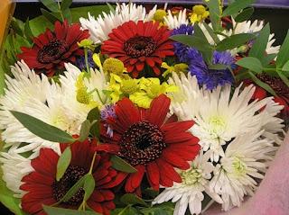 Незабываемый букет и символика цветов, приметы о цветах, Символика некоторых цветов, какой букет лучше, календарь цветов, какой букет дарить, букет в подарок, как выбрать букет, какие цветы дарить, в какие дни дарить цветы, как выбрать букет на день рождения, как выбрать цветы на свадьбу, что означают цветы, что означают розы, что означают хризантемы, что означают герберы, что означают орхидеи, что означают тюльпаны, что означают лилии, цветочный календарь,