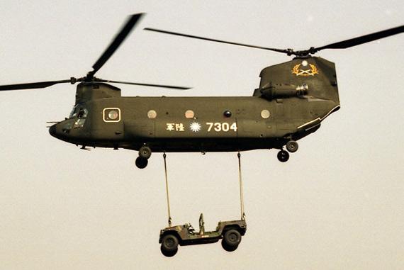 國防事務研究中心: 武器大觀—CH-47SD中型運輸直升機