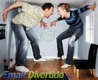 casal gritar discutir zangado marido e mulher brigar casados