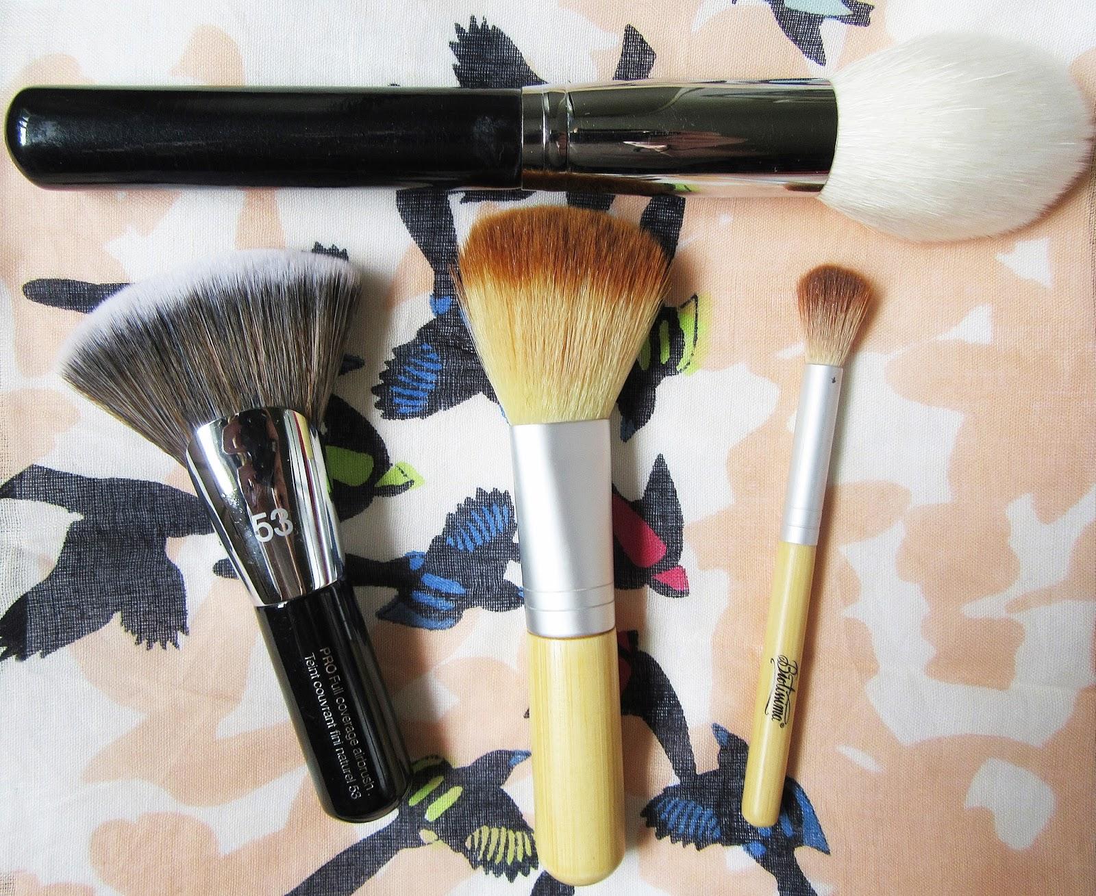 Shopping Therapy 4 Pensule De Machiaj Pentru Incepatori