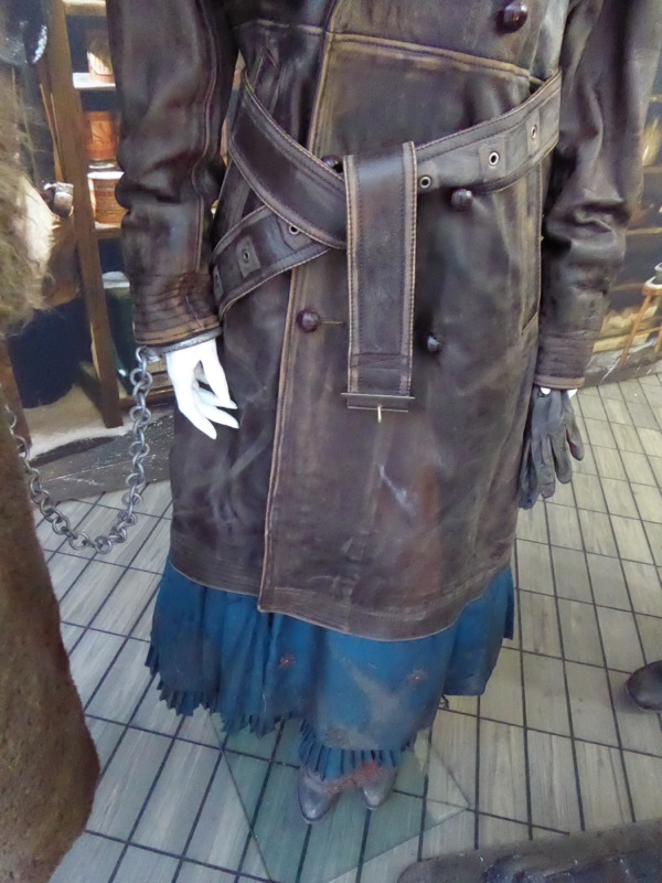 Hateful Eight Daisy Domergue costume detail