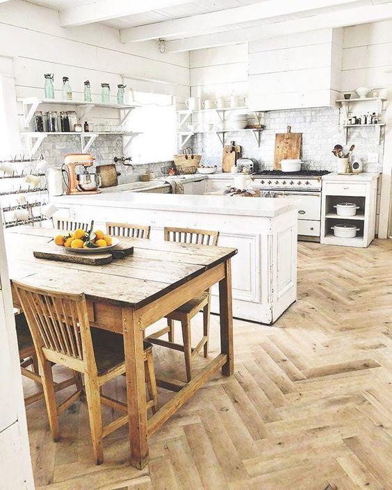 Biała kuchnia w wiejskim stylu, sielska, przytulna, retro