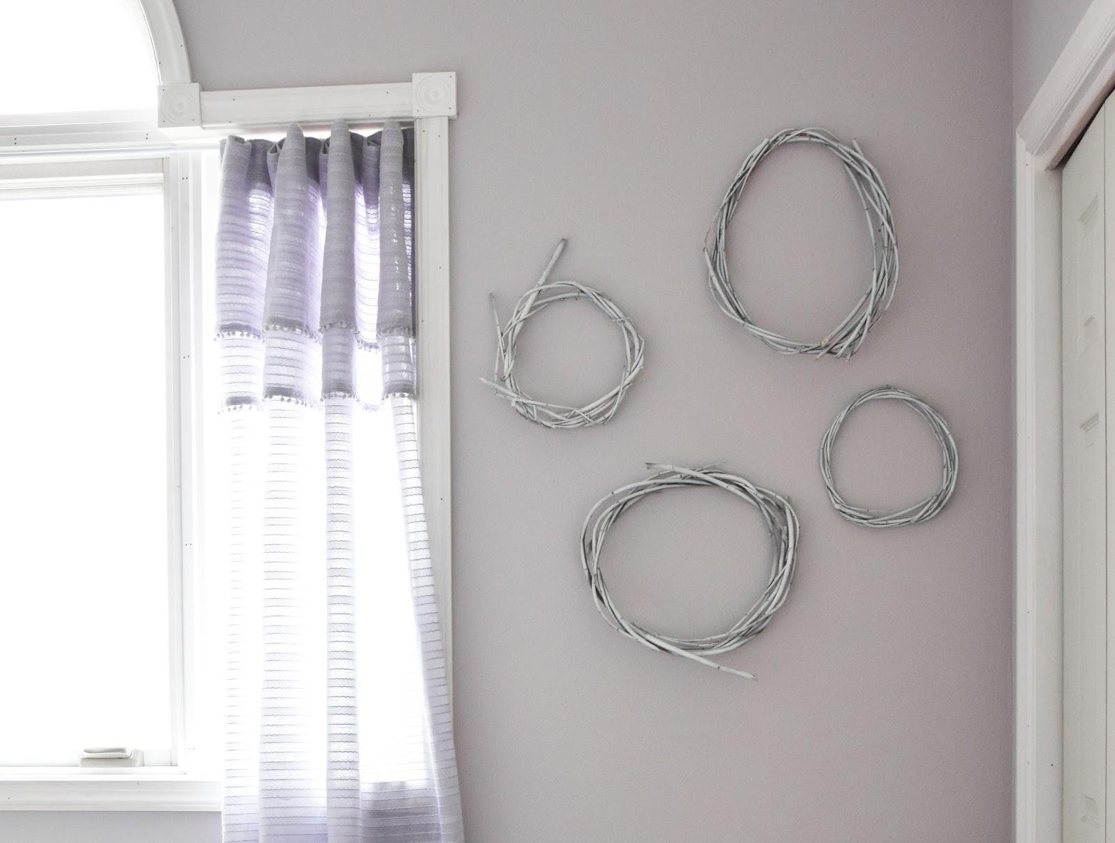 diy wanddeko: weiße weidenkränze | eclectic hamilton