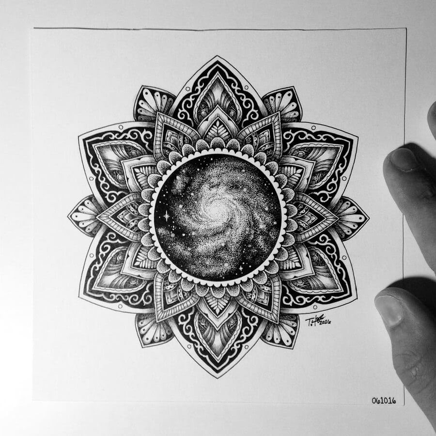 06-Tyler-Hays-Mandala-Drawings-www-designstack-co