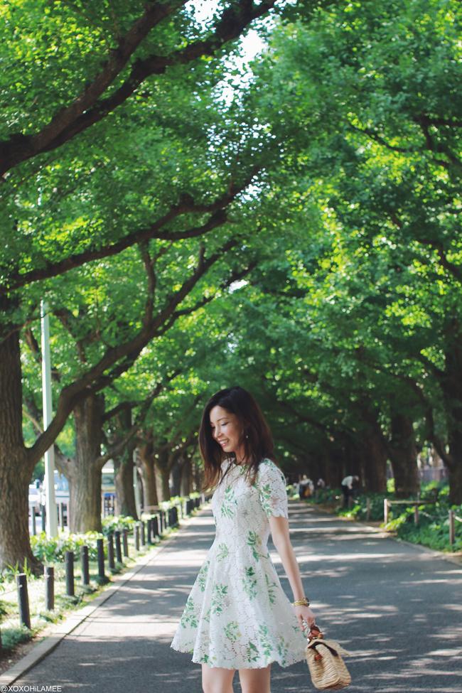 日本人ファッションブロガー,Mizuho K,今日のコーデ,20170722,Chicwish-野草たんぽぽクロシェ編みワンピース、ZARA-深緑ベロアレースアップリボンサンダル,Aquagirl-ラフィア素材ハンドバッグ,3COINS-トリコロールカラーのイヤリング,NIXON-ゴールド腕時計,お誕生日コーデ