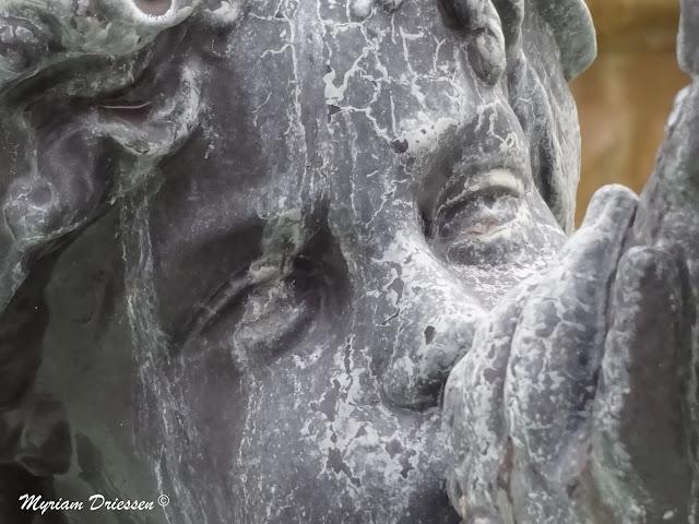 ange de la fontaine de la Place Jean Jaures castres