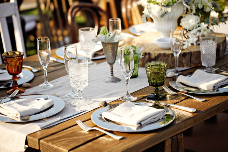 mismatched dinner party outdoors