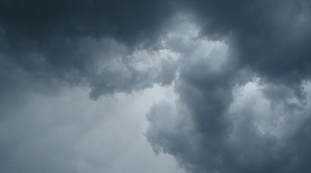 Χαλάει ο καιρός: Βροχές, καταιγίδες και από Δευτέρα πτώση της θερμοκρασίας
