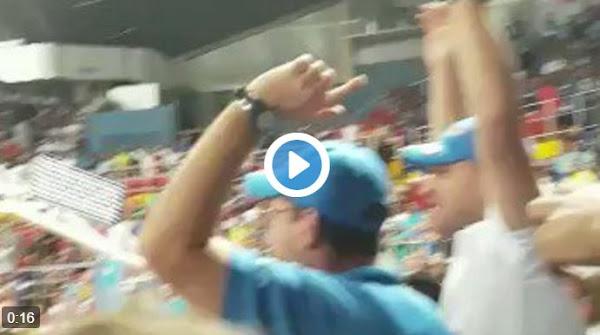 Corren a gritos a tres Guardias de un partido de basketball