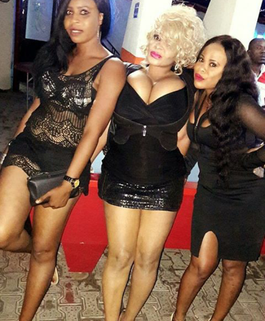 COSSY FAMOUS B00BY SPILLS OUT OF HER DRESS AS CHILES WITH OLU MAINTAIN(See Photos)