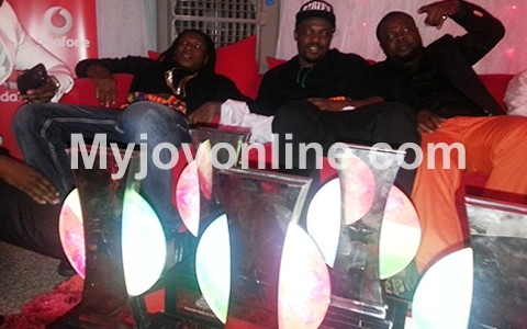 R2Bees wins Artiste of Year while Wizkid wins African ...