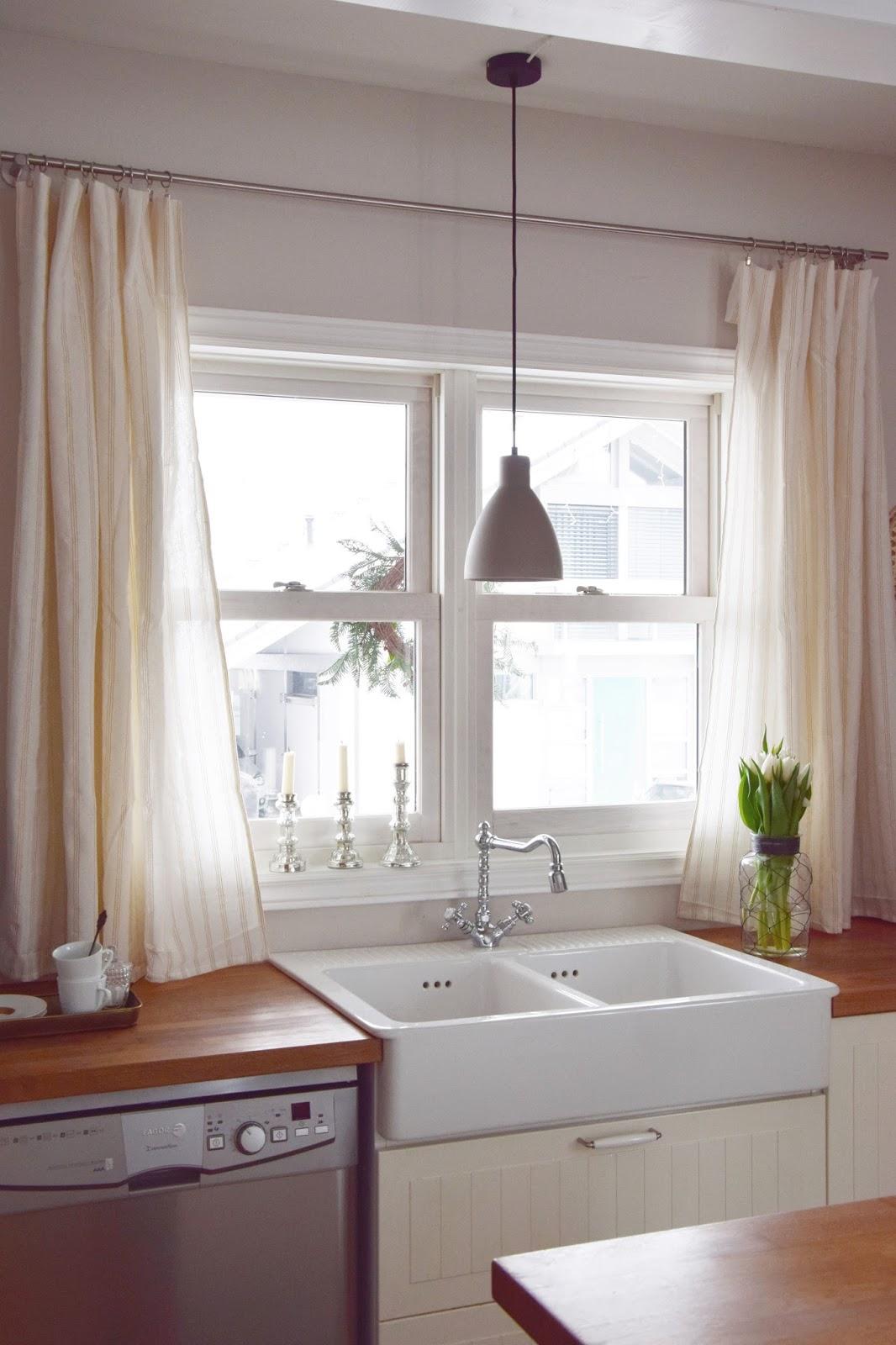 wie ihr in 10 minuten aus einer tischdecke einen vorhang zaubert eclectic hamilton. Black Bedroom Furniture Sets. Home Design Ideas