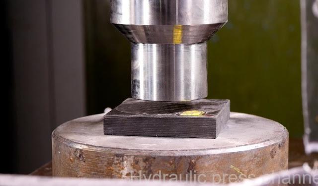Prensa Hidráulica VS bloco de fibra de carbono
