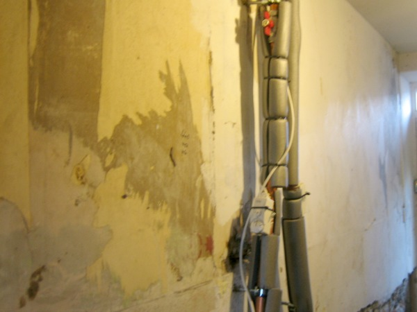 Wall with pipework