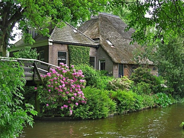 Laptop Travel: Giethoorn, Netherlands - Image 2 - Lounging at the Waldorf