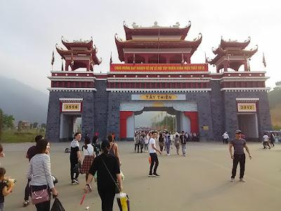 西天寺の門(Tay Thien Tam Quan Gate)