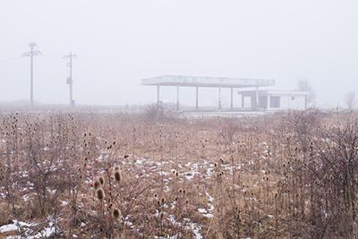 http://laszlo-tibor.blogspot.fr/2017/04/abandoned-petrol-stations-next-to.html