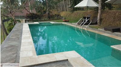 Melihat kolam renang pribadi yang berair jernih seperti ini jadi susah nolak untuk ga nyemplung. (Dok.Pri)