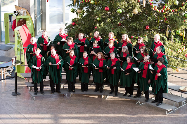 Choir performing at the National Gallery of Canada (photo credit: Farris-Manning Photography)