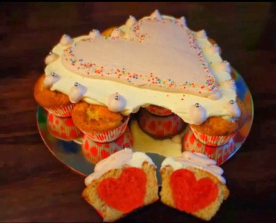Valentinstags Pullapart Cake Mit Herzen Cupcakes Die Rezepte