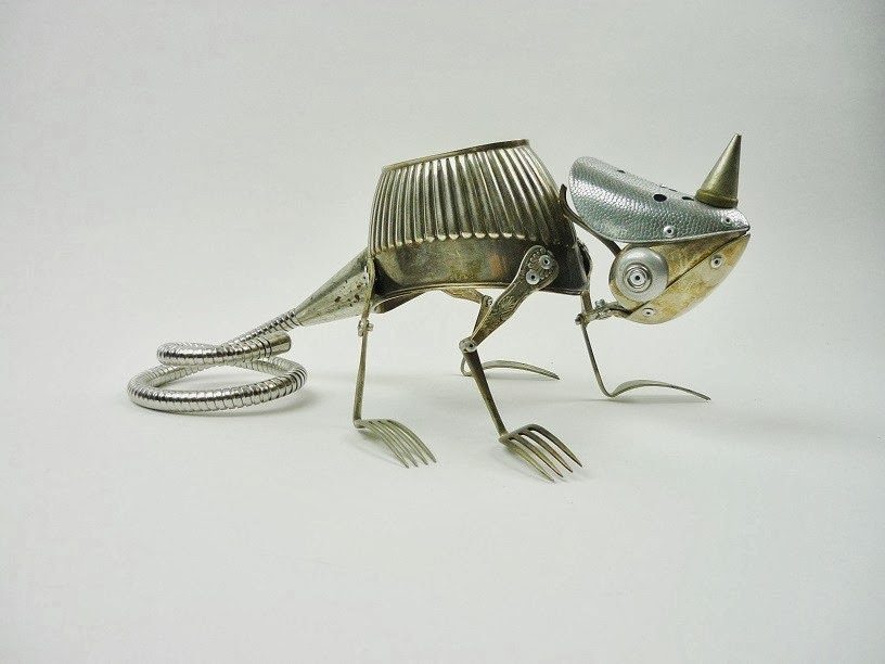 04-Chameleon-Sculptor-Recycled-Animal-Sculptures-Dean-Patman-Graphic-Design-www-designstack-co