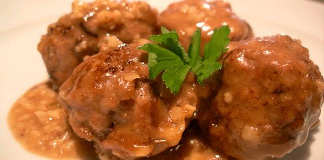 Receta de Albóndigas en salsa de almendras, vamos a preparar unas albóndigas en salsa de almendras, una opción distinta a las tradicionales albóndigas y con un sabor único.