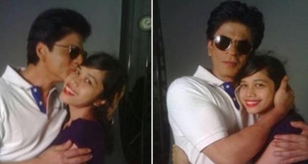"""Lepas 3 Hari Buat """"KERJA GILA"""" Depan Rumah Shah Rukh Khan, Akhirnya Shah Rukh Khan Setuju Jumpa Gadis Ni"""