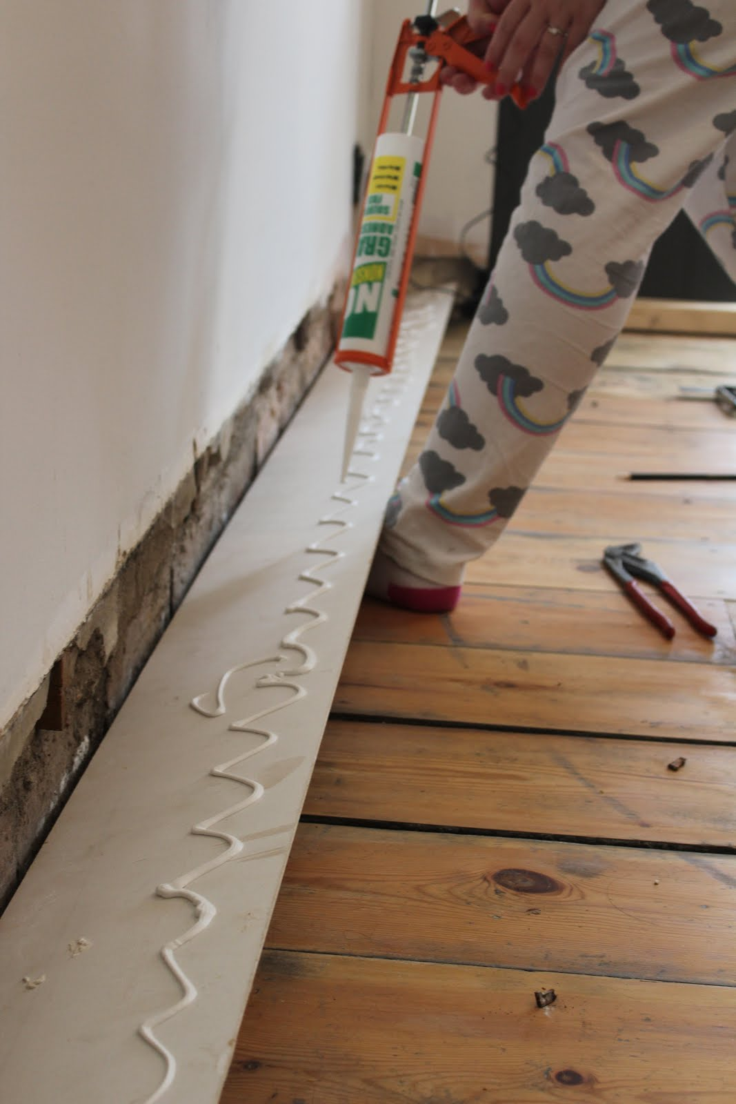 how to affix skirting boards