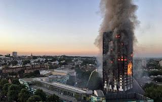 Prédio de 24 andares pega fogo e deixa 50 feridos em Londres