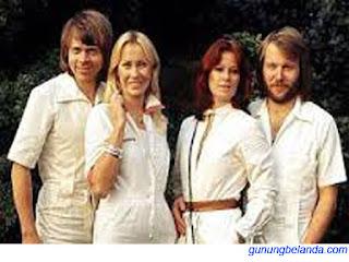 Apakah John Lennon Adalah Grup Band ABBA
