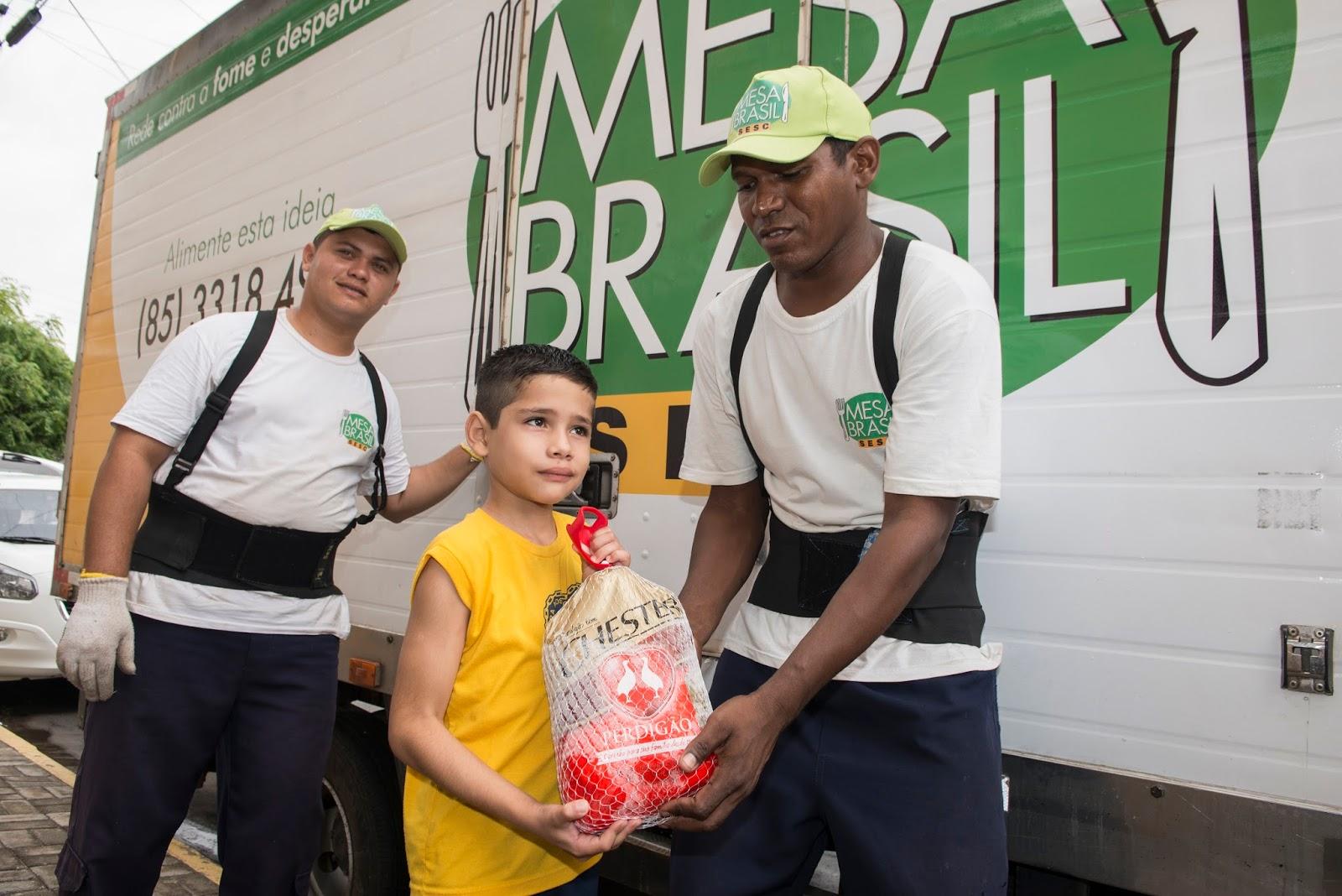 Resultado de imagem para Famílias cearenses recebem doação de 18 mil aves natalinas