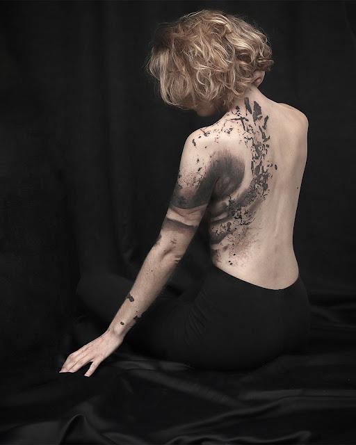 tatouage abstrait femme