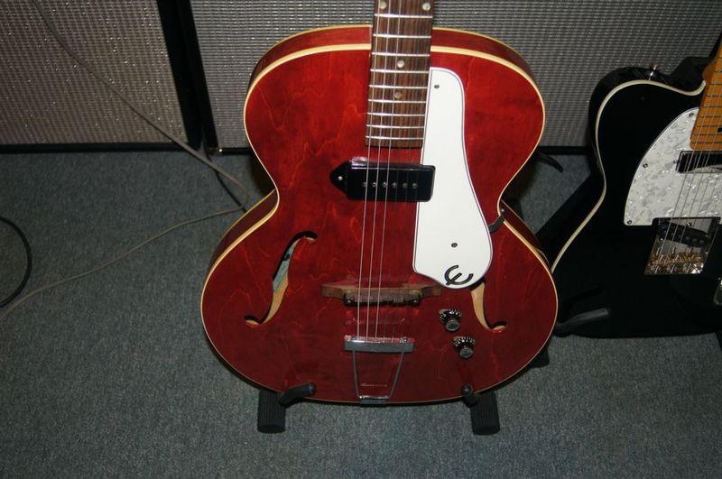canadian vintage guitar hunt 1967 epiphone century hollowbody usa made. Black Bedroom Furniture Sets. Home Design Ideas