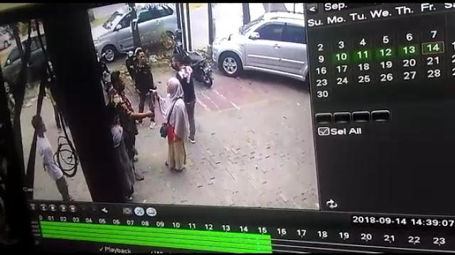 Terungkap 4 Pria Ormas Minta Uang ke Pemilik Ruko Galaxy Bekasi Terekam CCTV