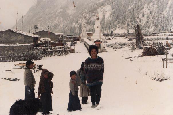 Karir Pendakian Gunung Clara Sumarwati bersama penduduk desa annapurna IV nepal