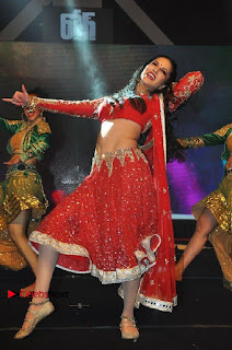 Bollywood Actress Model Sunny Leone Dance Performance in Red Half Saree at Rogue Audio Launch 13 March 2017  0118.jpg
