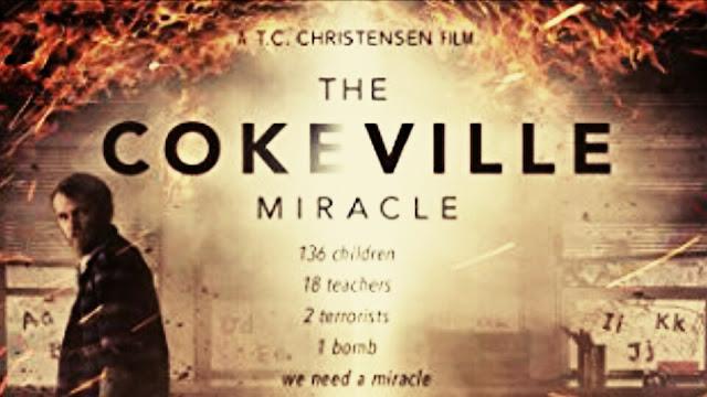 Homem dentro de uma sala de aula escolar infantil pegando fogo... Filme O Milagre de Cokeville