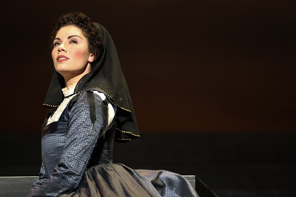 IN REVIEW: mezzo-soprano BRENNAN MARTINEZ as Anna Kennedy in Piedmont Opera's October 2019 production of Gaetano Donizetti's MARIA STUARDA [Photograph © by André Peeler & Piedmont Opera]