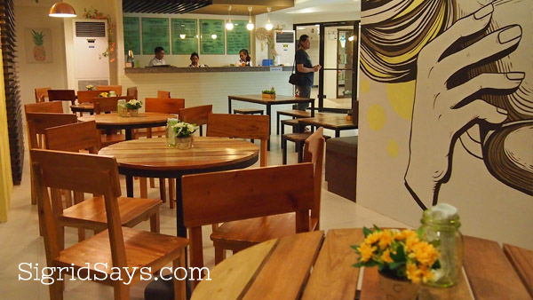 Bacolod hostel - The Hostelry and Residences