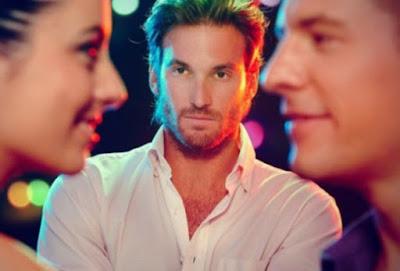 Πώς εκφράζουν την ερωτική ζήλια οι άνδρες και πώς οι γυναίκες!
