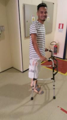 Foto Charles Netto... Lucas em mais uma de suas Primeiras Caminhadas na AACD até o Carropois esta fazendo o tal do desapega da Cadeira de Rodas no dia 19 de abril de 2016. Pois o Médico que Fez a Cirurgia nele no Hospital Cristo Redentor em PoA. RS. BR. disse para mim e para o Pai dele que O meu netto Lucas tinha entre os 100% de uma escala de chances de voltar a andar ele teria 1% de CHANCHES de CAMINHAR e eu Repsondi para ele bem assim: Eu quero então esse 1% visto eu acreditar que ele vai caminhar sem a Cadeira de Rodas! Concluo dizendo que eu acredito em MILAGRES....