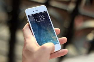 ilustrasi main smartphone berlebihan