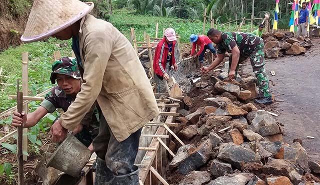 '' Seandainya Tidak Ada TMMD, Belum Tentu Jalan Desa Kami Dibangun ''