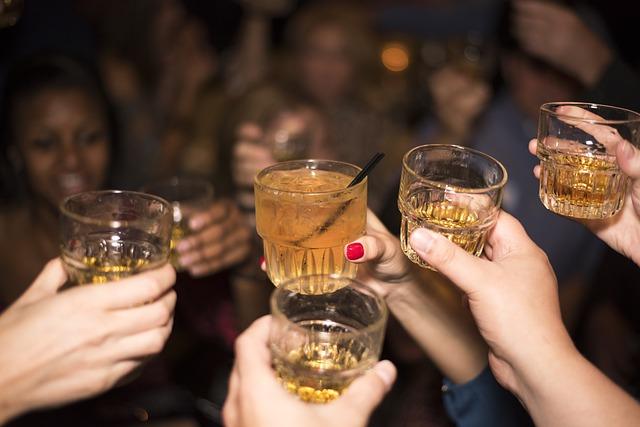 Eyeballing y tampovodka, ahora los jóvenes consumen alcohol por ojos y vagina