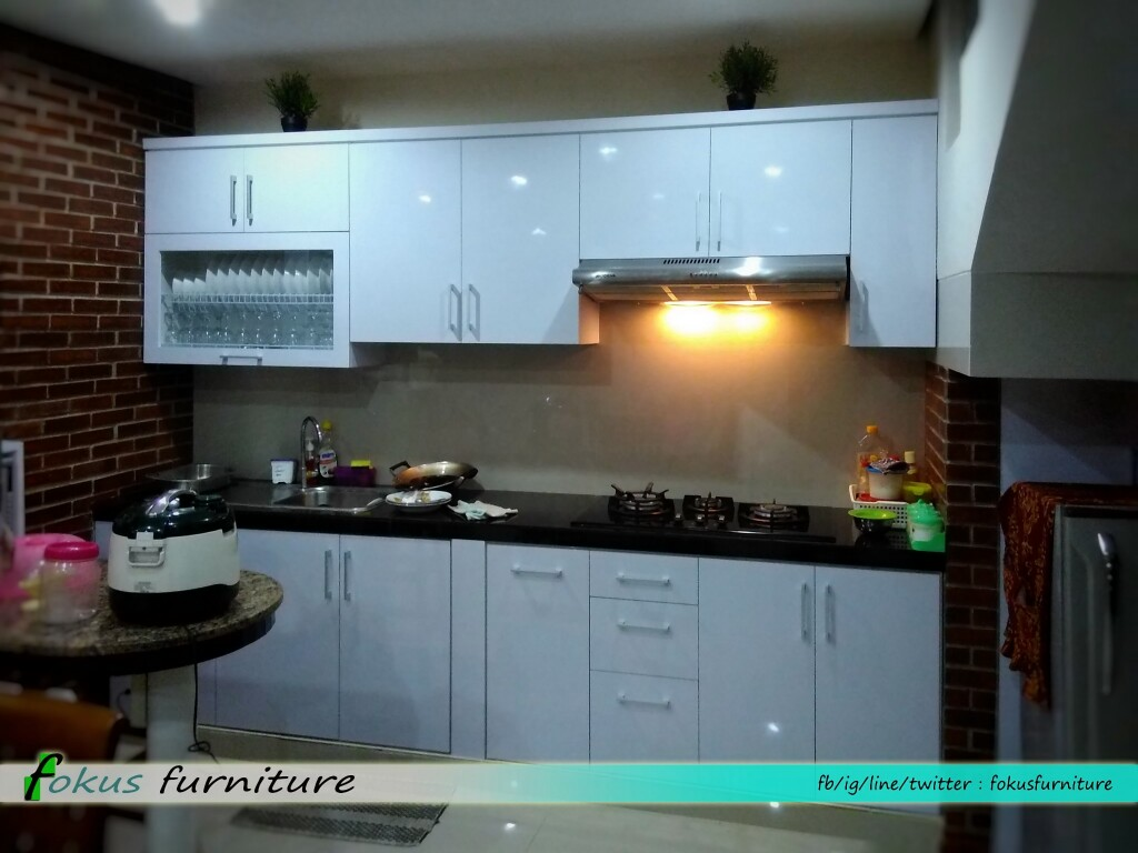 Furniture kitchen set minimalis lemari pakaian jakarta for Kitchen set hitam putih