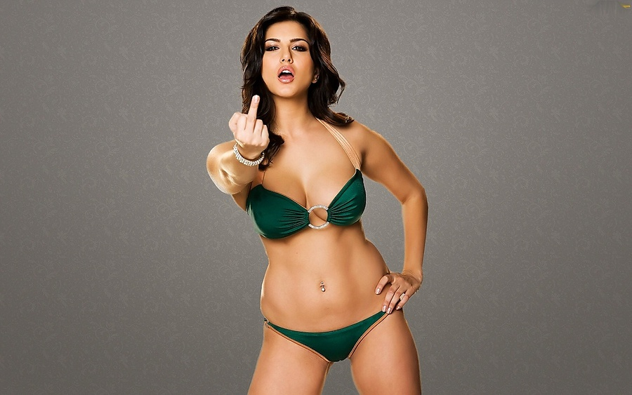 World Celebrity Image: Sunny Leone Sexy Photos Of Green Bikini